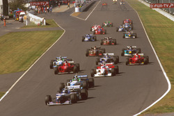 Start action, Damon Hill, Williams FW18 Renault leads Gerhard Berger, Benetton B196 Renault