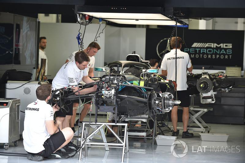 Mercedes-AMG F1 W09 dans le garage