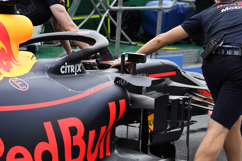 Red Bull Racing mekanikerleri ve Red Bull Racing RB14