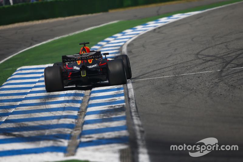 Ricciardo reports loss of power