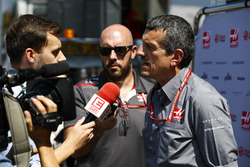 Guenther Steiner, Team Principal, Haas F1 Team, talks to the media