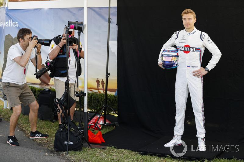 Sergey Sirotkin, Williams Racing, viene fotografato