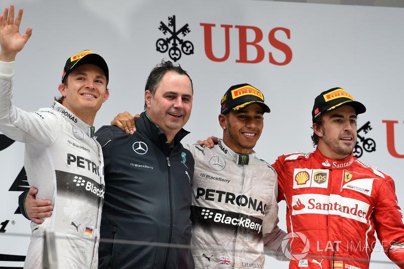 Podio: segundo puesto Nico Rosberg, Mercedes AMG F1, Ron Meadows, Gerente de equipo de Mercedes AMG F1, ganador de la carrera Lewis Hamilton, Mercedes AMG F1, tercer lugar Fernando Alonso, Ferrari