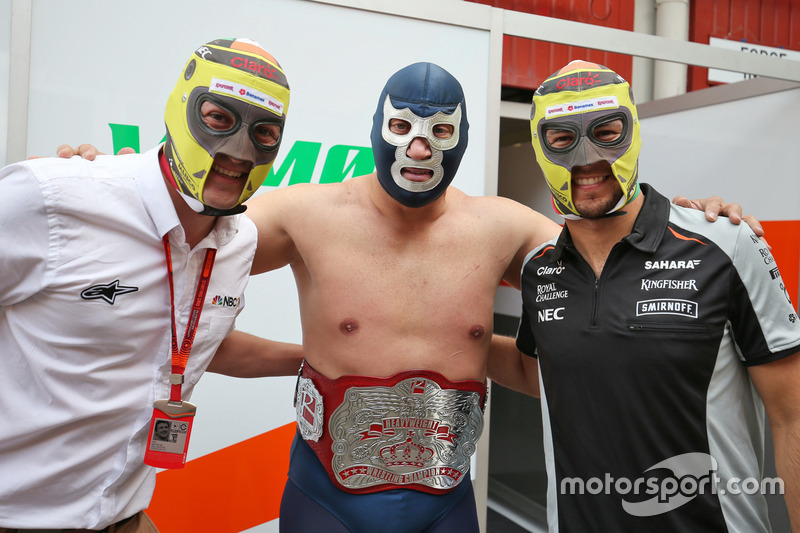 (Da Sx a Dx): Will Buxton, Presentatore NBC Sports Network TV con Blue Demon Jr., Luchador e Wrestler e Sergio Perez, Sahara Force India F1