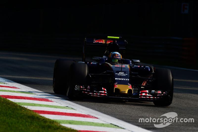 15: Карлос Сайнс-мол., Scuderia Toro Rosso STR11