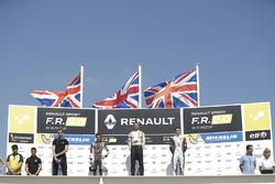 Подиум: Гаррисон Скотт (победитель), Ландо Норрис (второе место) и Уилл Палмер (третье место)