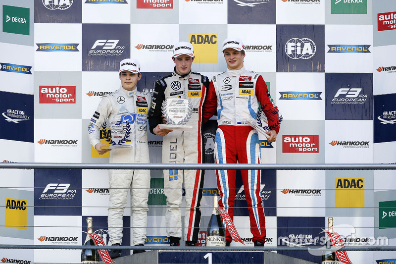المنصة: الفائز بالسباق جويل إريكسون، موتوبارك ، المركز الثاني ديفيد بيكمانن، موك موتورسبورت، المركز الثالث رالف أرون، بريما