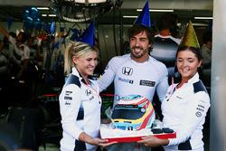Фернандо Алонсо, McLaren святкує 35-й день народження