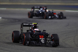 Jenson Button, McLaren MP4-31 and Stoffel Vandoorne, McLaren MP4-31