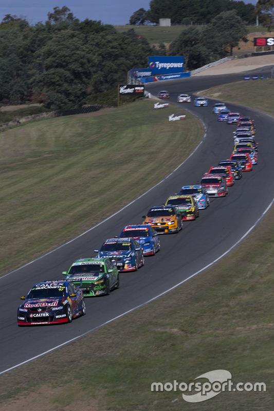 Départ : Shane van Gisbergen, Triple Eight Race Engineering Holden, en tête