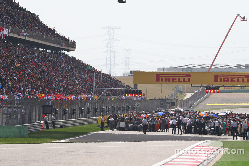 The grid before the start of the race