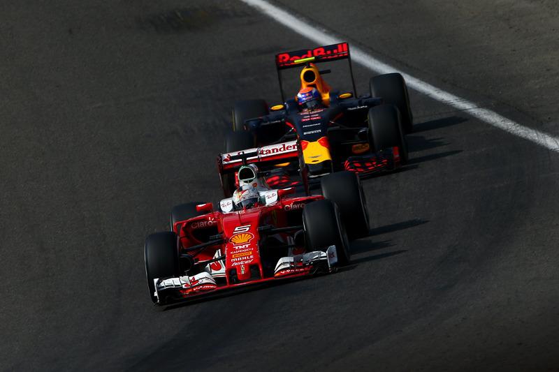 Sebastian Vettel, Scuderia Ferrari SF16-H Ferrari; Max Verstappen, Red Bull Racing RB12