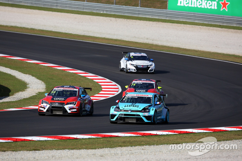 Jean-Karl Vernay Volkswagen Golf GTI TCR Leopard Racing; James Nash, Seat Leon Team Craft-Bamboo LUKOIL; Pepe Oriola, SEAT León, Team Craft-Bamboo LUKOIL