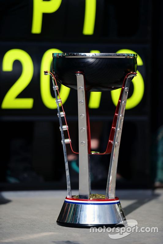 Siegerpokal für Mercedes AMG F1