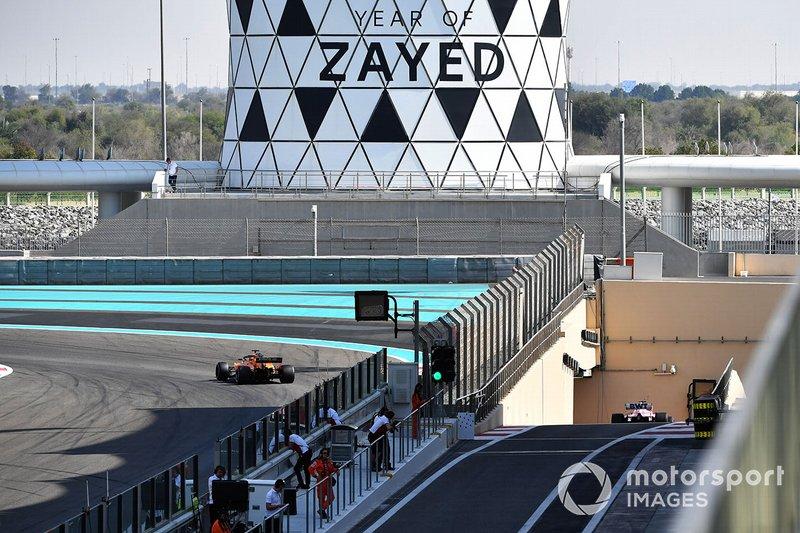 Карлос Сайнс, McLaren MCL33, Ленс Стролл, Racing Point Force India VJM11