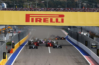 Valtteri Bottas, Mercedes AMG F1 W09, leads Lewis Hamilton, Mercedes AMG F1 W09, Sebastian Vettel, Ferrari SF71H, Kimi Raikkonen, Ferrari SF71H, Kevin Magnussen, Haas F1 Team VF-18, and the rest of the field at the start