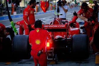 Kimi Raikkonen, Ferrari SF71H, pits