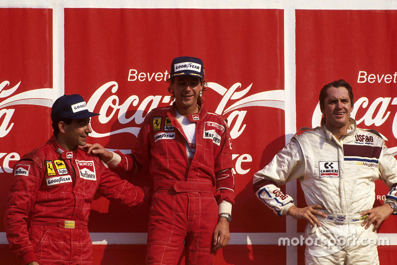 Podio: el ganador Gerhard Berger, Ferrari, segundo lugar Michele Alboreto, Ferrari F187, tercer lugar Eddie Cheever, Arrows