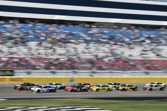 Martin Truex Jr., Furniture Row Racing, Toyota Camry 5-hour ENERGY and Alex Bowman, Hendrick Motorsports, Chevrolet Camaro Valvoline