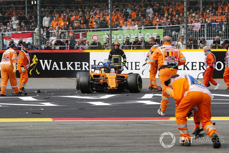 Fernando Alonso, McLaren MCL33 tras el accidente