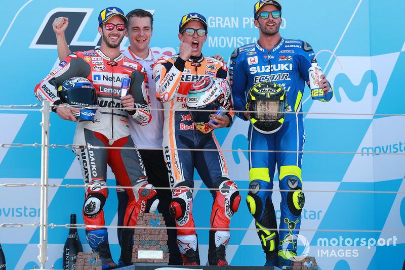 Подіум: друге місце Андреа Довіціозо, Ducati Team, переможець гонки Марк Маркес, Repsol Honda Team, третє місце Андреа Янноне, Team Suzuki MotoGP