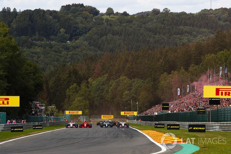 Sebastian Vettel, Ferrari SF71H, Lewis Hamilton, Mercedes AMG F1 W09, Esteban Ocon, Racing Point Force India VJM11, Sergio Perez, Racing Point Force India VJM11