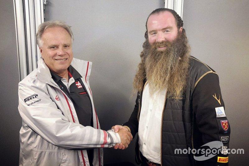 Gene Haas, Haas F1 Team, y William Storey, Rich Energy CEO