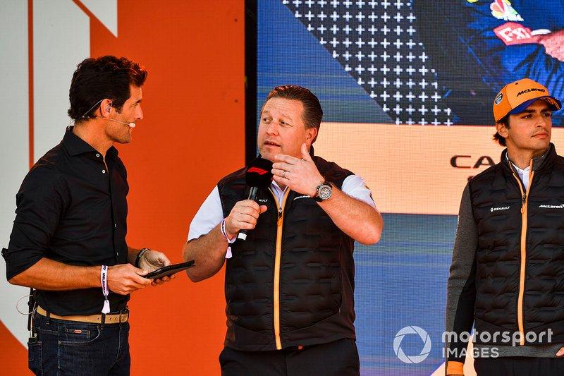 Mark Webber, Zak Brown, Direttore esecutivo McLaren e Carlos Sainz Jr., McLaren, all'evento a Federation Square