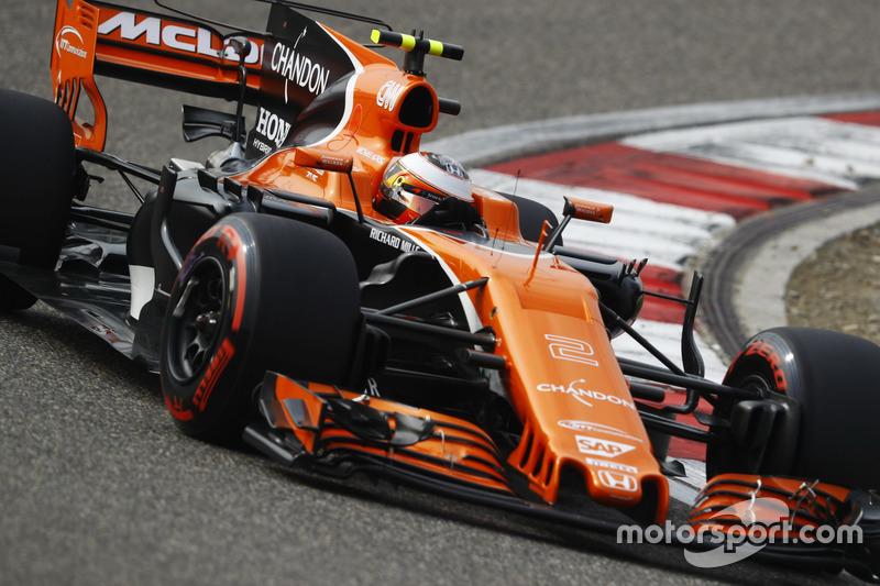 15: Стоффель Вандорн, McLaren MCL32