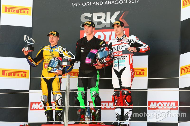 Podio SSP300: ganador de la carrera Scott Deroue, MTM HS Kawasaki, segundo lugar Daniel Valle, Halco