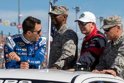 Aric Almirola, Richard Petty Motorsports Ford, Michael McDowell, Circle Sport Leavine Family Racing