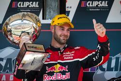 Podium: le deuxième Shane van Gisbergen, Triple Eight Race Engineering Holden,