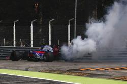 Carlos Sainz Jr., Scuderia Toro Rosso STR12 stops on track