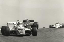 Rallentato da continui problemi meccanici della sua Arrows A5-Cosworth, lo svizzero Marc Surer fu co