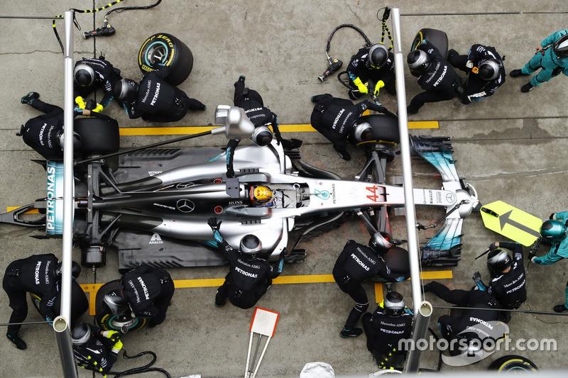 Lewis Hamilton, Mercedes AMG F1 W08, makes a pit stop