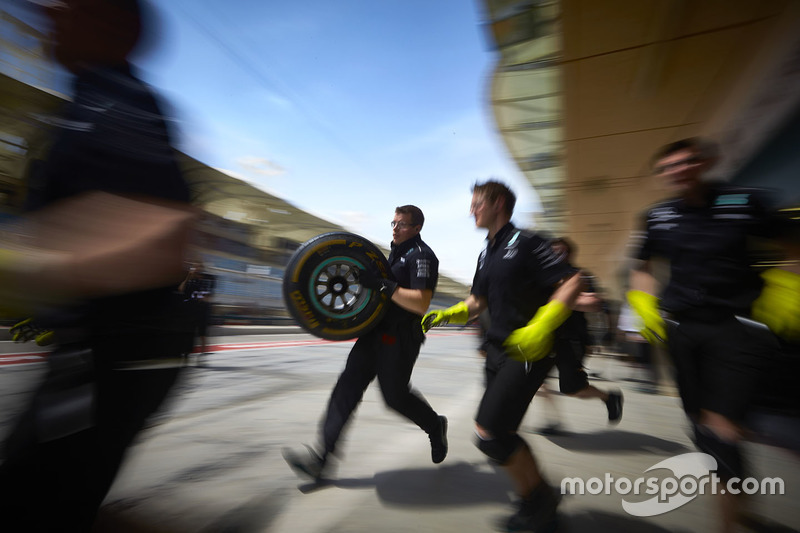 Mercedes mechanics at work