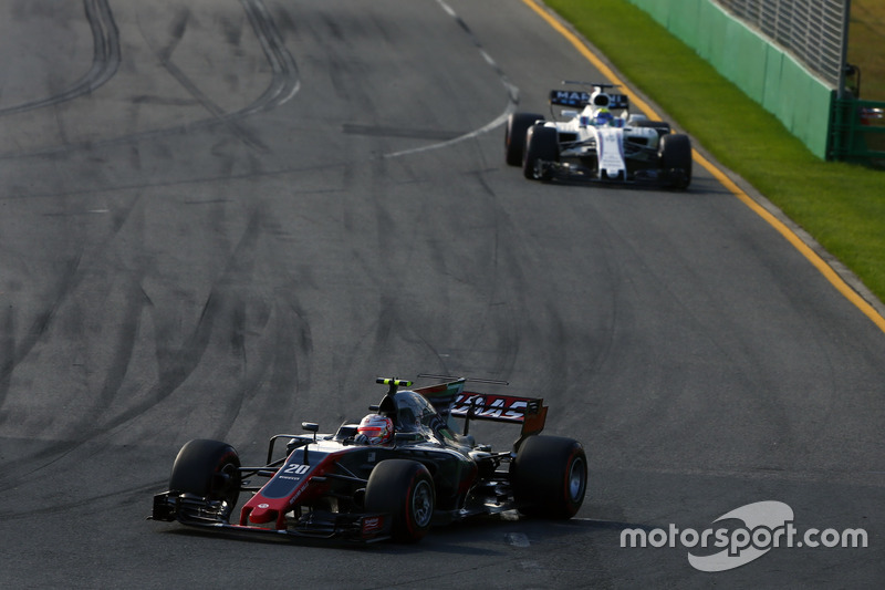 Kevin Magnussen, Haas F1 Team VF-17, leads Felipe Massa, Williams FW40