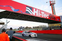 Yarış galibi Luke Searle, Paul Morris, Barry Graham, BMW M135i Hatch F20