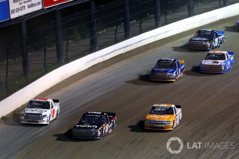 Kaz Grala, GMS Racing Chevrolet, Noah Gragson, Kyle Busch Motorsports Toyota y Ryan Truex, Hattori Racing Enterprises Toyota