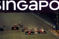 Crash: Sebastian Vettel, Ferrari SF70H, Kimi Raikkonen, Ferrari SF70H, Max Verstappen, Red Bull Racing RB13
