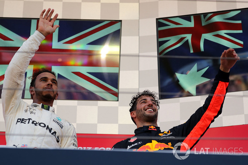 Podio: ganador de la carrera Lewis Hamilton, Mercedes AMG F1 y tercer lugar Daniel Ricciardo, Red Bull Racing