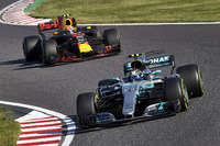 Valtteri Bottas, Mercedes AMG F1 W08, Max Verstappen, Red Bull Racing RB13