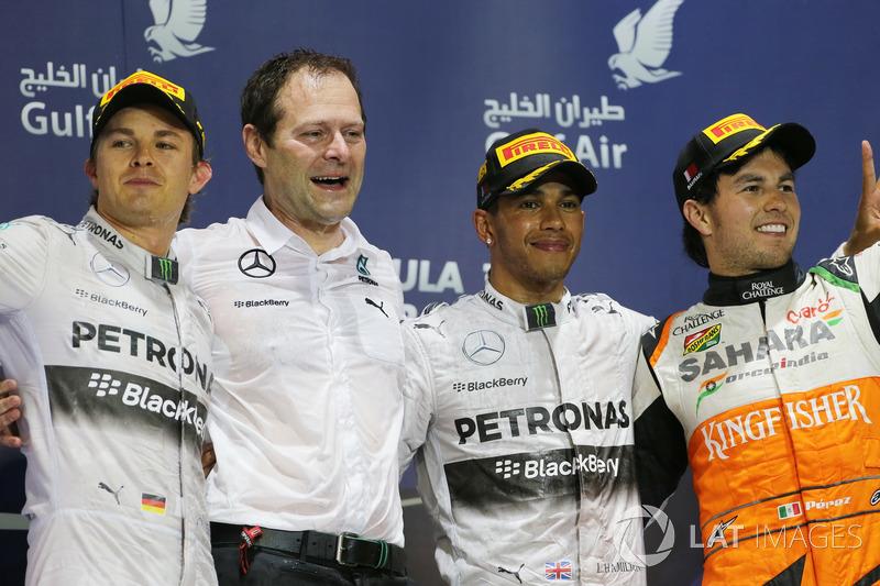 Podio: il secondo classificato Nico Rosberg, Mercedes AMG F1, Aldo Costa, Mercedes AMG F1, il vincitore della gara Lewis Hamilton, Mercedes AMG F1, e il terzo classificato Sergio Perez, Force India