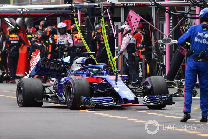 Brendon Hartley, Scuderia Toro Rosso STR13 se retira de la carrera después de ser golpeado por Charles Leclerc, Sauber C37