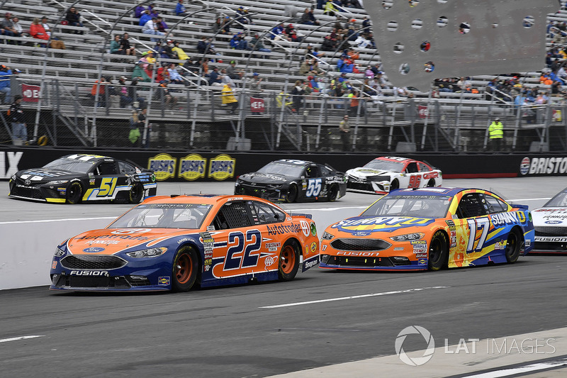 Joey Logano, Team Penske, Ford Fusion Autotrader and Ricky Stenhouse Jr., Roush Fenway Racing, Ford Fusion SunnyD on pit road