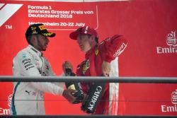Победитель Льюис Хэмилтон, Mercedes AMG F1, третье место – Кими Райкконен, Ferrari