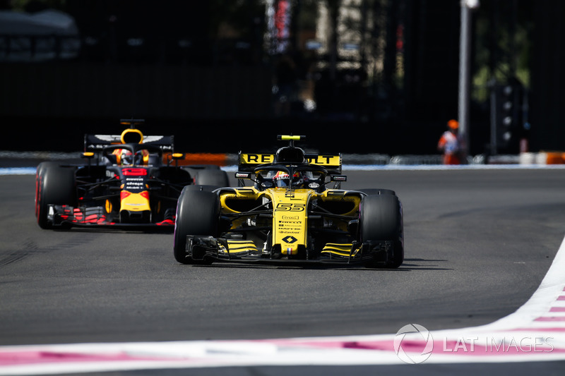 Carlos Sainz Jr., Renault Sport F1 Team R.S. 18, Daniel Ricciardo, Red Bull Racing RB14