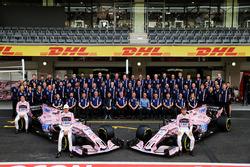 Esteban Ocon, Sahara Force India F1, Sergio Pérez, Sahara Force India F1 con el equipo