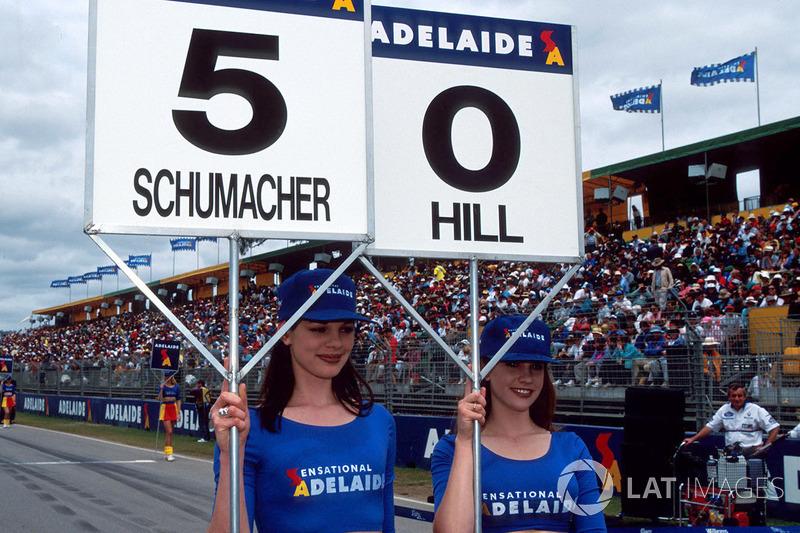 Les grid girls de Michael Schumacher, Benetton et de Damon Hill, Williams