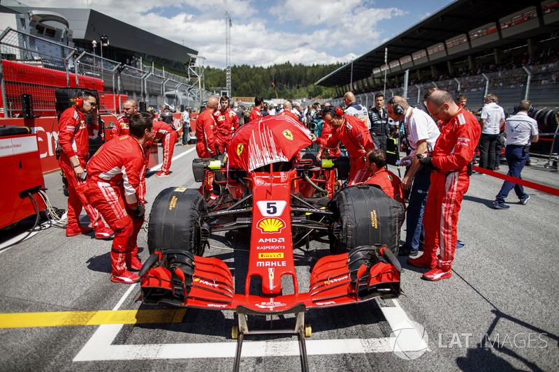 Sebastian Vettel, Ferrari SF71H, in griglia